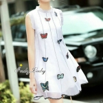 [พร้อมส่ง] เสื้อผ้าแฟชั่นเกาหลี Dress แขนกุดมาในโทนสีขาว เรียบๆดูดี แต่งปัก พร้อมแต่ง เย็บผีเสื้อ สวยมากๆค่ะ ทรงเอมีซับใน ใส่ง่าย ได้หลายโอกาสจร้า