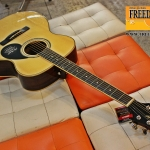 Greg Bennett GOM-100S ( Solid Sitka Spruce Top )