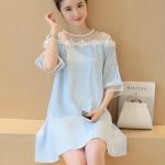 [พร้อมส่ง] เสื้อผ้าแฟชั่นเกาหลีราคาถูก เดรสแฟชั่นเกาหลี ผ้า Sunshine แต่งไข่มุกรอบคอ มีซิบซ่อนด้านหลัง แบบสวม สีฟ้า
