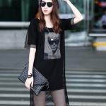 [พร้อมส่ง] เสื้อผ้าแฟชั่นเกาหลีราคาถูก เสื้อแฟชั่นเกาหลี ผ้า Cotton ตัดต่อผ้าตาข่าย สกรีนลายด้านหน้า แบบสวม สีดำ