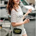 [พร้อมส่ง] เสื้อผ้าแฟชั่นเกาหลี เซ็ตเสื้อและกางเกงขาสั้นผ้าชีฟองปักดอกไม้3Dตกแต่งผ้าออร์แกนซ่า ตัวนี้เป็นแบบลำลองสบายๆ