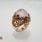 แหวนโรสควอตซ์ล้อมโรโดไรท์ (Rose Quartz Ring With Rodorite)