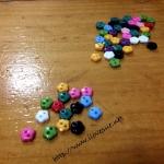 กระดุม อคริลิคดอกไม้ คละสีตามภาพ 100 เม็ด