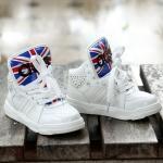 รองเท้าหุ้มข้อหนังลาย abs สีขาว