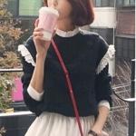 [พร้อมส่ง] เสื้อผ้าแฟชั่นเกาหลีราคาถูก เสื้อแขนยาวแฟชั่นเกาหลี ผ้า Bubble แต่งคอด้วยผ้าลูกไม้ แต่งชายเสื้อด้วยผ้าโทเร ติดกระดุมด้านหลัง 1 เม็ด แบบสวม สีดำ