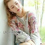 [พร้อมส่ง] เสื้อผ้าแฟชั่นเกาหลี บอมเบอร์แจ็กเก็ตผ้าคอตตอนปักลายดอกไม้สไตล์สปอร์ต ตัวนี้เป็นแจ๊กเก็ตน่ารักๆไว้ใส่เข้ากับลุคอะไรก็ได้