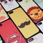 case iphone 5 เคสไอโฟน5 พิมพ์ลายการ์ตูน น่ารักๆ ตัดขอบสีดำ มีเคสจับคู่ ชาย-หญิง ตัวเคสทำจากพลาสติก มีหลายลาย สวยๆ ทั้งนั้น