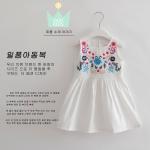ชุดเดรสสีขาว ปักดอกไม้ที่อก [size: 2y-3y-4y-5y]