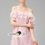 [พร้อมส่ง] เสื้อผ้าแฟชั่นเกาหลี เดรสสีชมพู เนื้อผ้าลูกไม้ทอลายดอกไม้ สวยหวานด้วยเดรสสายเดี่ยวทรงเข้ารูป มีดีเทลสวยๆ