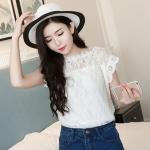 [พร้อมส่ง] เสื้อผ้าแฟชั่นเกาหลีราคาถูก เสื้อแฟชั่นเกาหลี ผ้าลูกไม้ มีซับใน แบบสวม สีขาว