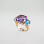 แหวนพลอยอเมทิสต์และบลูโทปาซ (Amethyst and Blue Topaz gild with Pink Gold)