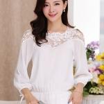 [พร้อมส่ง] เสื้อผ้าแฟชั่นเกาหลี เสื้อแขนยาวแฟชั่นเกาหลี ผ้าชีฟองตัดต่อผ้าลูกไม้ มีสายผูกโบว์ตรงแขนเสื้อ จั้มเอว ไม่มีซับใน แบบสวม สีขาว