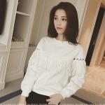 [พร้อมส่ง] เสื้อผ้าแฟชั่นเกาหลี เสื้อแขนยาวแฟชั่นเกาหลี ผ้า cotton เนื้อสำลี แต่งตุ้งติ้ง แบบสวม สีขาว