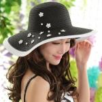 [พร้อมส่ง] H6805 หมวกสานปีกกว้าง หมวกไปทะเล สีขาวดำ ตกแต่งด้วยดอกไม้เล็กๆ สไตล์ชาแนล Chanel Style