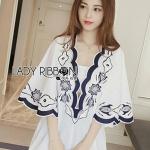 [พร้อมส่ง] เสื้อผ้าแฟชั่นเกาหลี เดรสปักและตกแต่งลายสีน้ำเงิน-ขาว ลุคนี้เหมาะกับใส่ในวันสบายๆ หรือไว้ใส่ในวันหยุดพักผ่อน