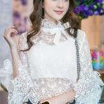 [พร้อมส่ง] เสื้อผ้าแฟชั่นเกาหลี สวยหวานดูหรูด้วยเสื้อทรงสไตล์ผู้ดีแบบสวยุโรปนะคะ เป็นเสื้อทรงตอตั้ง ช่วงคอแต่งด้วยริบบิ้นแต่งโบว์