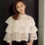 [พร้อมส่ง] เสื้อผ้าแฟชั่นเกาหลี เสื้องานลูกไม้คอเต่าน่าร๊ากๆ งานลูกไม้ต่อระบายเป็นชั้น น่ารักมากๆ เดินขอบระบาย