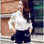 [พร้อมส่ง] เสื้อผ้าแฟชั่นเกาหลี เชิตขาวสุดน่ารัก เนื้อผ้าตาข่ายผสมคอตตอนเนื้อดีนุ่มใส่สบายผิว ช่วงคอปกเป็นดอกไม้เซาะลายโชว์ให้เห็นดอกไม้