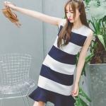 [พร้อมส่ง] เสื้อผ้าแฟชั่นเกาหลีราคาถูก เดรสแฟชั่นเกาหลี ผ้า knitting แบบสวม สีกรมท่า - ขาว