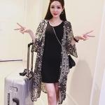 [พร้อมส่ง] เสื้อผ้าแฟชั่นเกาหลี เสื้อคลุมแฟชั่นเกาหลี ผ้าชีฟองแต่งลาย พื้นเสื้อสีดำแต่งลายขาว