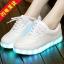 รองเท้าผ้าใบมีไฟ LED สีขาว (เปลี่ยนสีได้ 7 สี) thumbnail 2