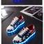 รองเท้าผ้าใบมีไฟ LED ลายธงชาติสหรัฐฯ (เปลี่ยนสีได้ 7 สี) thumbnail 2