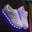 รองเท้าผ้าใบมีไฟ LED สีขาว (เปลี่ยนสีได้ 7 สี) thumbnail 5