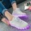 รองเท้าผ้าใบมีไฟ LED สีขาว (เปลี่ยนสีได้ 7 สี) thumbnail 4