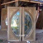 ประตูไม้สักกระจกนิรภัย แกะองุ่น เกรดA รหัส AA9