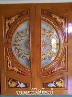 ประตูไม้สักกระจกนิรภัย แกะหงส์-มังกร-ปลาเงินปลาทอง