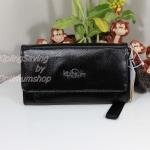 Kipling Walden Black กระเป๋าสตางค์ใบยาวมาพร้อมสายคล้องมือ ขนาด 7.5 L x 4.5 H x 1 W นิ้ว