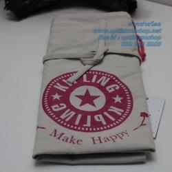 Kipling New Hip hurray Tote Beige Strawberry กระเป๋าถือหรือสะพายขึ้นไหล่ ขนาด 40 x 44.5 x 1 cm