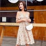 ชุดเดรส Viva Lace Cut-Shoulder Dress